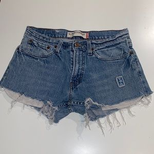 Woman's Levi's Slim Straight Jean Shorts 31W